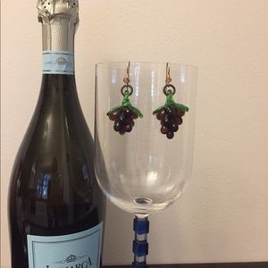Perfect for the wine lover! Glass grape earrings